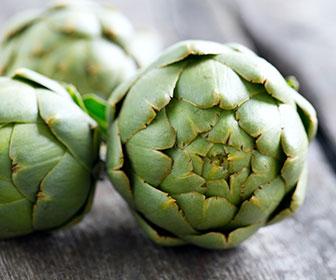 La alcachofa es la hortaliza con más contenido en fibra y a nivel digestivo destaca porque ayuda a evitar la retención de líquidos