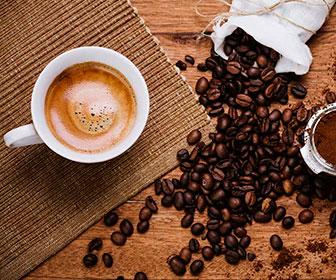 El cafe contiene nutrientes esenciales como vitaminas B2, vitaminas B5, potasio, niacina y magnesio