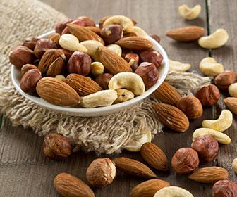 Una dieta rica en frutos secos y semillas previene enfermedades intestinales al ser alimentos contra el estreñimiento