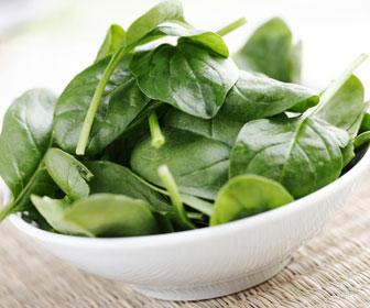 Unos 100 gramos de acelga equivalen a un platano (el alimento más conocido al buscar fuentes de potasio)