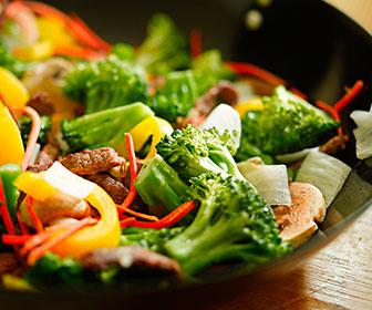 Alimentos vegetales con hidratos los encontramos en los puerros, zanahorias, cebollas, berenjenas, etc.