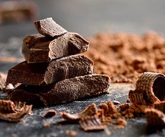 El chocolate negro aporta hierro, potasio, magnesio, cobre, calcio y fósforo en unas cantidades muy significativas